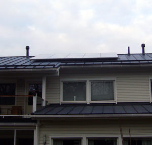 Peltokatolla 10 aurinkopaneelin järjestelmä