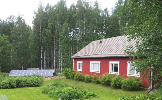 3 kW maa-asenteinen aurinkovoimala