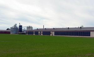 Seinäasennettu aurinkovoimala
