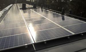 Aurinkovoimala asennus loivalle peltikatolle